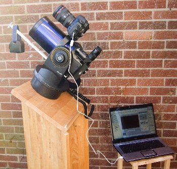 SLR camera mounted piggy-back on a small telescope